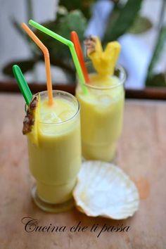 Non alcoholic pineapple cocktail - Summer Menu Cocktail Juice, Pineapple Cocktail, Non Alcoholic Cocktails, Summer Cocktails, Sangria, Vegetable Drinks, Avocado Recipes, Food Illustrations, Fett