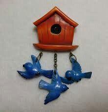Birdhouse with bluebirds brooch Vintage Birds, Vintage Buttons, Vintage Brooches, Bird Jewelry, Plastic Jewelry, Jewlery, Vintage Costume Jewelry, Vintage Costumes, Coco Chanel