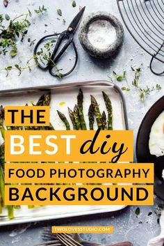 [How To Guide] The Best DIY Food Photography Backdrop - Learn to create a really beautiful food photography backdrop in just 4 easy steps, FREE printable h - Best Food Photography, Photography Projects, Photography Backdrops, Photography Tutorials, Cocktail Photography, Photography School, Paint Photography, Photography Studios, Men Photography