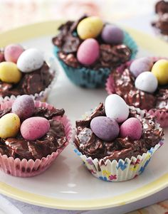 We defy anyone to resist these classic Easter egg nest cakes made with corn flakes and chocolate. Chocolate Cornflake Nests, Chocolate Crispy Cakes, Chocolate Easter Nests, Chocolate Recipes, Easter Cake Easy, Easter Cupcakes, Easter Treats, Easter Egg Cake, Easter Recipes