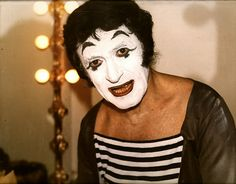 Marcel Marceau, Mime Artist...hate mimes Mime Makeup, Halloween Face Makeup, Marcel, Art Of Silence, Mime Artist, Bff Halloween Costumes, Dramatic Arts, Laughing And Crying, Famous Faces