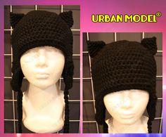 Gorro tejido con orejas de gato en color negro. Precio en tienda $200.00
