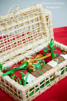 Kit Festa 2 - 3 pães de mel recheados com brigadeiro belga + bisnaga de brigadeiro belga no lindo cesto de vime