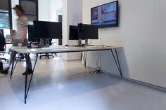 Op zoek naar een stoere uitstraling voor je werkplek, dan zijn industriële bureaus een goede optie. Een industrieel bureau met kabelgoot?