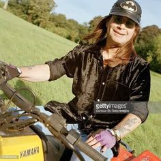 Ozzy Osbourne Young, Picture Albums, Poster Pictures, Black Sabbath, Cute Guys, Album Covers, Bomber Jacket, Singer, Darkness