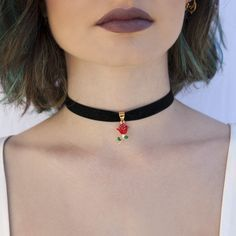 Solid Gold Choker Necklace / Coin Charm Choker / Gold Disc Choker / Disc Dangle Necklace / Dangle Coin Necklace / Layering Choker / Rose Gold Features ✔ Made to Order. ✔ Gold Kt: ✔ Available Gold Color: Rose Gold, Yellow Gold, Diy Choker, Rose Choker, Chocker Necklace, Chokers, Pendant Necklace, Rose Necklace, Black Velvet Choker Necklace, Cartier Necklace, Diamond Choker