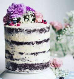 """582 tykkäystä, 29 kommenttia - Annin Uunissa (@anninuunissa) Instagramissa: """" Happy Birthday  Blogini täytti 4-vuotta! Tämän neljäkerroksisen kakun korkeus symboloikoon noita…"""""""
