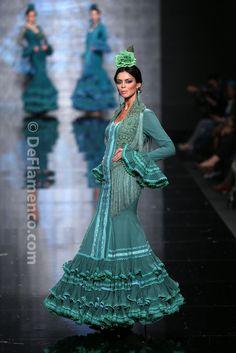 Fotografías Moda Flamenca - Simof 2014 - Faly de la Feria al Rocio 'Volantes de plata' Simof 2014 - Foto 07