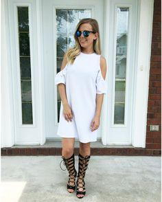 Envie d'intégrer la tendance bohémien-chic à votre garde-robe? Sur le site @sarahcout vous propose 3 idées de tenues et des conseils pour un style boho-chic parfait cet été!   lien dans la bio #lookdujour #ldj #bohochic #bohemian #style #outfitideas #outfitinspo #ontheblog #inspiration #whitedress