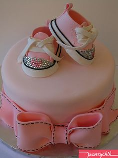 Baby Shower Cake with Rhinestone converse. Baby Cakes, Baby Shower Cakes, Baby Shower Pasta, Cupcake Cakes, Pink Cakes, Cute Cakes, Pretty Cakes, Beautiful Cakes, Amazing Cakes