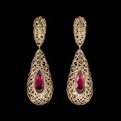 Mousson atelier, collection Rolling Stones, ear pendants, Yellow gold 750, Rhodolite 3,52 ct.