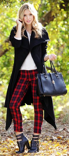 We'd like to introduce you to our lovely new friend: the You Plaid Me at Hello Cropped Black and Red Plaid Pants! Red and black plaid fabric has hints of navy blue. Red Plaid Pants, Plaid Pants Outfit, Red And Black Plaid, Black Pants, Legging Outfits, Pantalon Tartan, Karohosen Outfit, Fall Outfits, Gingham