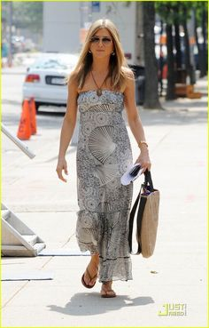 jenifer aniston looks Jennifer Aniston Style, Jennifer Aniston Pictures, Jenifer Aniston, Fashion Over 50, Look Fashion, Look Boho, Street Style Summer, White Maxi Dresses, Ideias Fashion
