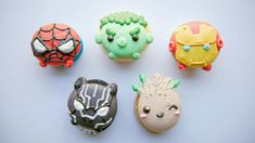 Dariany visits a macaron shop and tries cookies inspired by superheroes.
