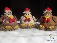 The World's Best Photos of galinha Fall Crafts, Diy Crafts, Weird Birds, Country Chicken, Chicken Crafts, Harvest Decorations, Craft Free, Love Sewing, Hot Pads