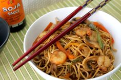 Ideas que mejoran tu vida Chow Mein, Chow Chow, China Food, Woks, Prawn, Japchae, Salad Recipes, Food And Drink, Dinner