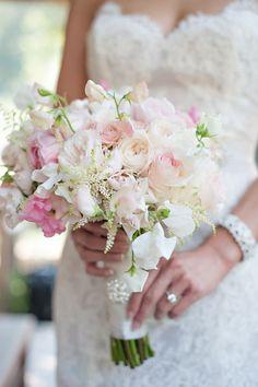 weiße und rosa Rosen Glasperlen Dekoration in der Verpackung   Brautstrauß Sommer