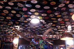 Techo de colores - Vinilos! Roof with vinyl www.eltallerdelpelo.com Colored Ceiling, Vinyls, Atelier, Day Planners, Hair, Trendy Tree, Colors, Art