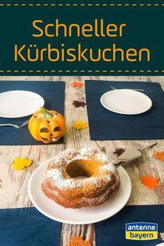 Schneller Kürbiskuchen supersaftig. Kürbis ist euer liebstes Herbst-Gericht und ihr könnt gar nicht genug von dem orangen Alleskönner bekommen? Dann probiert etwas Neues damit aus - unseren supersaftigen Kürbiskuchen.  In nur wenigen Schritten zaubert ihr damit etwas Leckeres für den nächsten Schwiegerelternbesuch, die nächste Mädels-Ratsch-Runde oder auch einfach für die Familie zwischendurch.  #kürbis #kuchen #rezept #saftig #schnellerKürbisKuchen Snacks, Bagel, Doughnut, Food And Drink, Bread, Desserts, Foodblogger, Halloween, Yummy Cakes