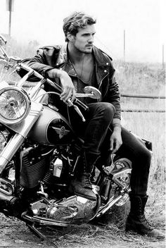 Bad Boys & Hot Bikers: 30 Proofs That Guys & Motorcycles Are Perfect Duo - Cafe Racer - Motorrad Motorcycle Photography, Photography Poses For Men, Motorcycle Photo Shoot, Biker Photoshoot, Black And White Man, Man Photo, Fantasy, Bad Boys, Caricature