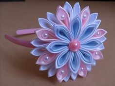 Hviezdička je vyrobená technikou kanzashi, pri výrobe sú p Satin Ribbon Flowers, Ribbon Art, Diy Ribbon, Ribbon Crafts, Flower Crafts, Ribbon Bows, Fabric Flower Headbands, Making Fabric Flowers, Flower Making