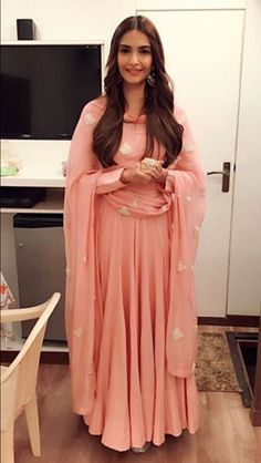 @nivetas https://www.facebook.com/punjabisboutique Sonam Kapoor pink anarkali simple @nivetas https://www.facebook.com/punjabisboutique