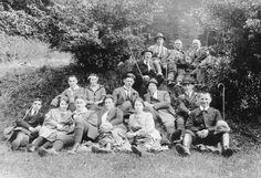 Wanderergruppe auf Lichtung, wohl Saarland 1920er