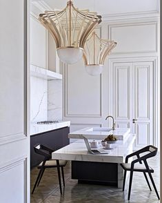 Love the simplicity of this kitchen and the thick marble @isaaclight_official • • • • • • #interior #interiordesign #architecture #interiorinspo #interiorinspiration #interiors #livingroom #house #inspiration #decor #theworldofinteriors #chandelier #luxury #mansion #homedecor #kitchen #interiordesigner #design #homedesign #adstyle #elledecor #interiorinspiration #interiors #homedesign #decoration #decorlovers #art #vogueliving #interiordecorating #inspo