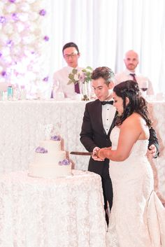 Bride and groom cutting wedding cake Wedding Cake Photos, Wedding Cakes, Wedding Cake Cutting, Wedding Photography, Photography Ideas, Calla Lily, Wedding Photoshoot, Orchids, Lilac