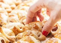 Czekoladowe kulki z orzechami laskowymi | Palce Lizać | Page 2 Pasta Salad, Feta, Ethnic Recipes, Crab Pasta Salad
