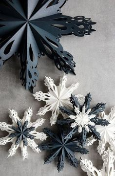 65 trendy origami Christmas DIY snowflake template 25 simple origami Christmas ornaments perfect for your treeOrigami Christmas simple origami Christmas ornaments perfect for your tree 65 Trendy Origami Christmas DIY Snowflake Template 25 Easy Diy Christmas Fireplace, Diy Christmas Snowflakes, Snowflake Craft, Christmas Origami, Paper Snowflakes, Christmas Decorations, Christmas Ornaments, Origami Xmas Decorations, Snowflake Origami