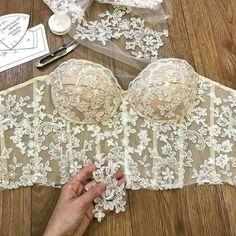 Bridal Corset, Lace Corset, Bridal Lace, Corset Shop, Dress Lace, Lace Wedding, Fashion Sewing, Diy Fashion, Ideias Fashion