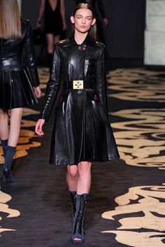 Versace Fall 2011 Ready-to-Wear - Collection - Gallery - Style.com
