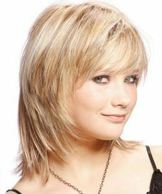 10 Layered Bob Haircuts For Round Faces Bob Hairstyles - gewellter Haarschnitt Bob Haircut For Round Face, Round Face Haircuts, Haircuts For Fine Hair, Hairstyles For Round Faces, Straight Hairstyles, Bob Hairstyles, Layered Hairstyles, Sassy Haircuts, Trendy Hairstyles
