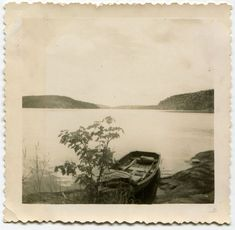 Ashore - (Via) Photographs And Memories, Vintage Photographs, Vintage Images, Out Of The Dark, Old Photos, Amazing Photography, Photo Art, Illustration Art, Illustrations