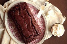 Rode wijn cake met honing mascarpone room