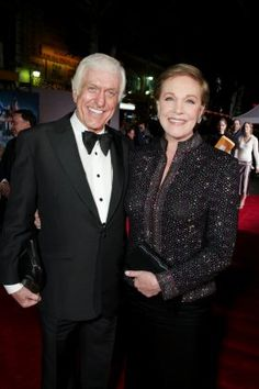 Dick Van Dyke & Julie Andrews - stars of 'Mary Poppins' in Style, talent, class will tell! Julie Andrews Mary Poppins, Mary Poppins 1964, Mary Poppins Movie, Hollywood Cinema, Classic Hollywood, Caricatures, Star Pictures, Celebs, Celebrities
