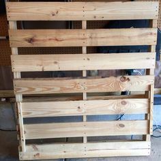 How to Make Two Christmas Trees from One Wooden Pallet Wooden Pallet Christmas Tree, Pallet Wood Christmas Tree, Wooden Christmas Tree Decorations, How To Make Christmas Tree, Christmas Wood Crafts, Christmas Projects, Outdoor Christmas, Christmas Ideas, Painting On Pallet Wood