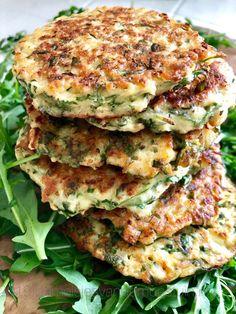 cauliflower and arugula cookies Distinctive cauliflower and arugula co. Good Healthy Recipes, Healthy Snacks, Vegetarian Recipes, Healthy Diners, Snacks Saludables, Diy Food, Food Inspiration, Food Videos, Love Food