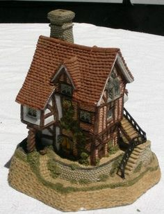 David Winter LACE Makers Cottage Midlands Collect 1987 ** Quickly view this special  product, click the image : Decor Collectible Buildings and Accessories