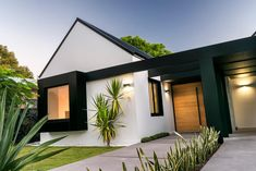 New Exterior Paint Craftsman Porticos Ideas Modern Bungalow Exterior, Modern Craftsman, House Cladding, Facade House, Exterior Cladding, Exterior Colors, Exterior Design, Front Door Design, House Paint Exterior