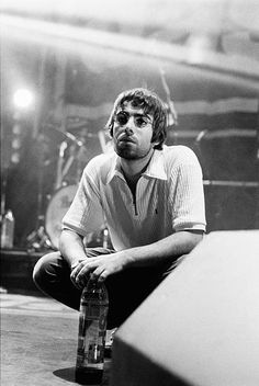 I don't own pictures, gifs, and images except if I claim it. Liam Gallagher Oasis, Noel Gallagher, Oasis Band, Rock Y Metal, Beady Eye, Britpop, Music Images, Look At You, Music Bands