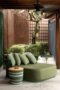 Tropical Decor Trend - Interior Decor Inspirations / Modern Mid-Century Furniture - Be inspired by this tropical decor trend. Give your house decor a fresh new feeling for summer. Outdoor Spaces, Diy Outdoor Furniture, Best Outdoor Furniture, Living Decor, Furniture Design, Interior, Bedroom Design, Home Decor, Trending Decor