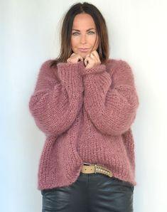 Strikkekit til klassisk mohair-bluse med V-udskæring- Køb her Big Knits, Mohair Sweater, Facon, Knit Patterns, Pulls, Knitted Hats, Knitwear, Knit Crochet, Sweaters For Women