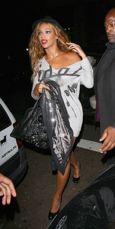 Beyonce Knowles Photos - Beyonce is escorted into the Mahiki nightclub for Rihanna's after party. Beyonce was accompanied by rapper and boyfriend Jay-Z. - Beyonce at Mahiki Nightclub