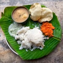 You may have often wondered why people eat with their hands in Kerala. Eating food with your hands feeds not only the body but also the mind and the spirit. That is the Vedic wisdom behind Keralas famous Banana Leaf Experience whose pleasure can only. South Indian Thali, Onam Sadhya, 12 Recipe, Recipe Form, Indian Food Recipes, Ethnic Recipes, People Eating, Food Items, My Favorite Food