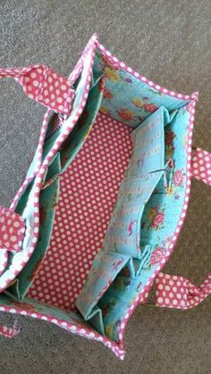 100 Brilliant Projects to Upcycle Leftover Fabric Scraps - Orthern Bag Patterns To Sew, Sewing Patterns Free, Free Sewing, Hand Sewing, Sewing To Sell, Patchwork Patterns, Sewing For Beginners Clothes, Sewing Projects For Beginners, Knitting Projects