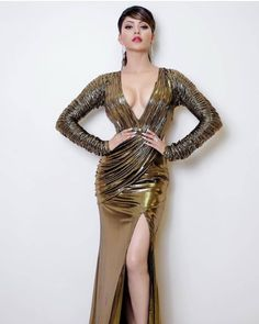 Bollywood Actress Urvashi Rautela looked Mesmerising In Her High Slit Golden Gown Bollywood Actress Hot Photos, Indian Actress Hot Pics, Indian Bollywood Actress, Bollywood Girls, Beautiful Bollywood Actress, Most Beautiful Indian Actress, Actress Photos, Indian Celebrities, Beautiful Celebrities
