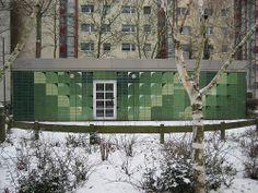 1985 Magdeburg Fassadengestaltung Nachbarschaftszentrum Birkenhof von Bruno Groth Keramik Hans-Grade-Straße 65 in 39130 Neu-Olvenstedt
