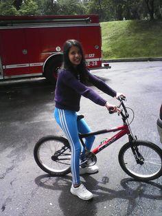 Con mi bici nueva aaa que felicidad